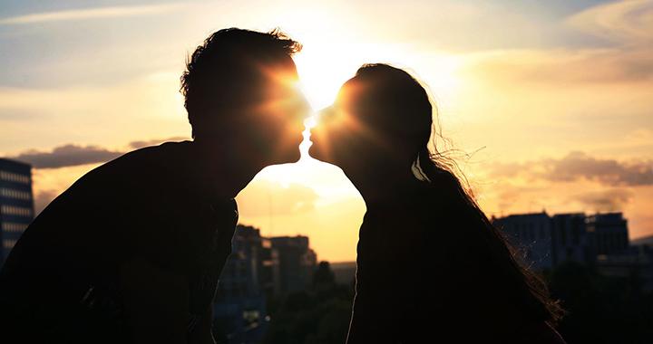 Úvodná fáza manipulatívneho vzťahu býva neodolateľne idylická.